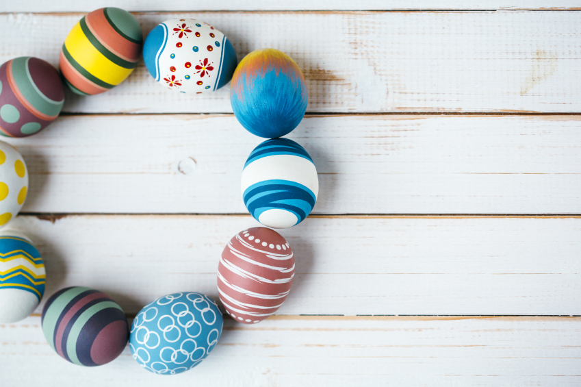 Osterdeko selber machen   Kunststoffeier liebevoll dekorieren