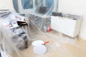 so k nnen sie eine tapete berstreichen style your castle. Black Bedroom Furniture Sets. Home Design Ideas